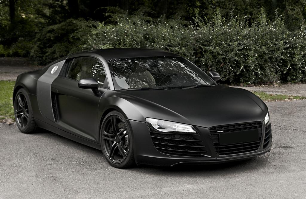 svart matt bil